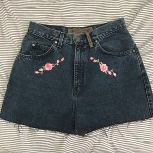 Vintage Levi's shorts with rose patches